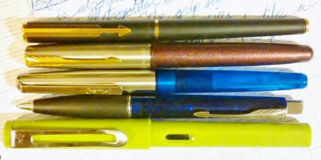I have no idea what I was thinking when this was photographed. Honestly. I did this a few weeks ago. We have here, from top to bottom, a Parker Arrow, a Parker Frontier with a mismatched cap (?!), the Herlitz Tornado, a Parker Frontier Pencil (?!), and a Jinhao 599, a close competitor.